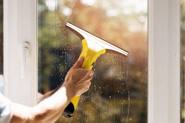 Myjka skutecznie wyczyści szybę