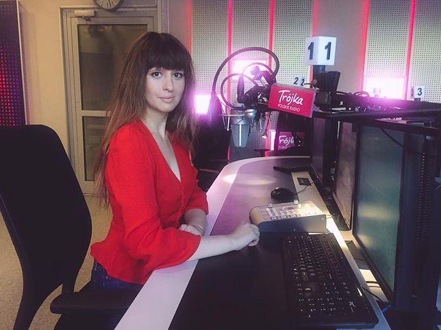 Anna Gacek w studiu radiowej Trójki