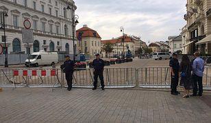 Krwawa bójka przed miesięcznicą smoleńską w Warszawie. Mężczyzna walczy o życie