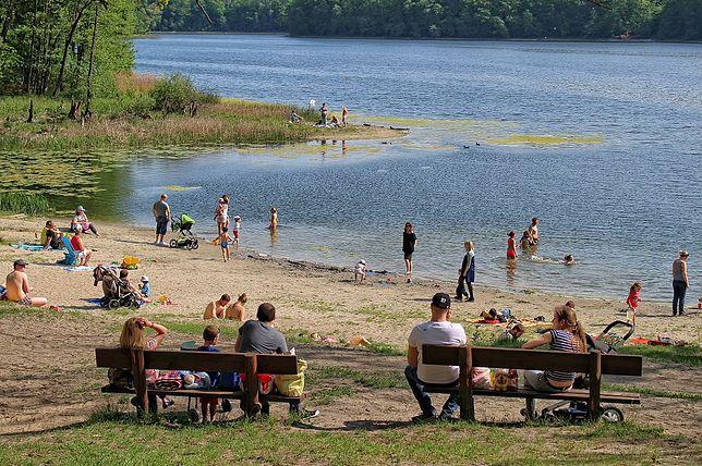 Na stronie znajdziemy informacje o wszystkich kąpieliskach w kraju