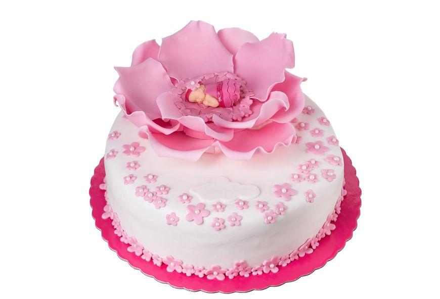 Tort dla dziewczynki może mieć różowe dekoracje