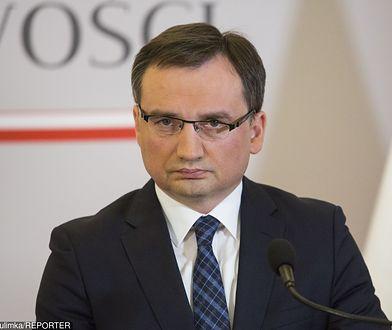 Minister sprawiedliwości Zbigniew Ziobro w czasie konferencji prasowej
