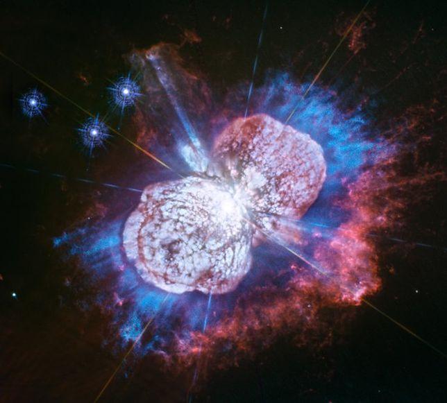 Eta Carinae - tak wygląda umierająca gwiazda. Hubble uchwycił ją w ultrafiolecie