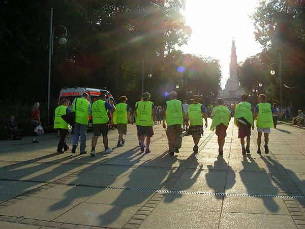 Wejście warszawskiej pielgrzymki na Jasną Górę