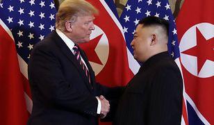 Donald Trump i Kim Dzong Un spotkali się pod koniec lutego na szczycie w Hanoi