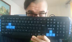 O dziwo, klawiatura od Hykkera jest lekka jak piórko. Jednak dalej sprawia wrażenie solidnej.