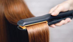 Prostowanie włosów na mokro. Fakty i mity