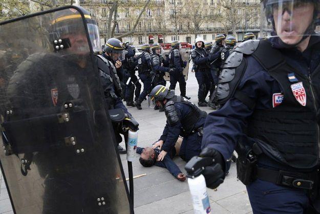 Funkcjonariusze policji użyli gazów łzawiących