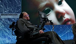 "Stephen Hawking podczas konferencji ""Breakthrough Starshot"""