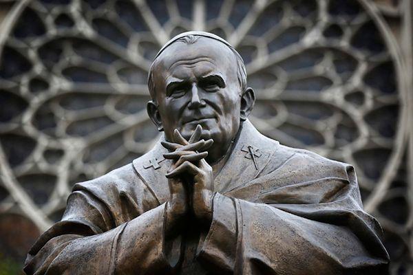 Pomnik Jana Pawła II w Paryżu