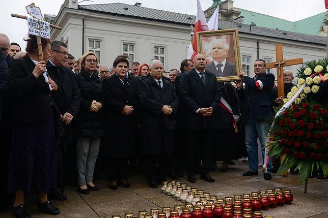 Poranne uroczystości przed Pałacem Prezydenckim