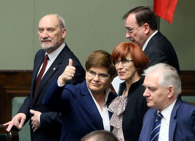 Rząd ma się bardzo dobrze. Premier Beata Szydło jeszcze lepiej