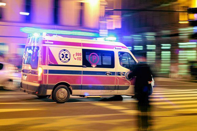 Wypadek z udziałem karetki. Za kierownicą pijany mężczyzna bez uprawnień