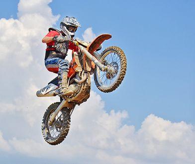Młody mężczyzna miał wypadek na torze motocrossowym / zdjęcie poglądowe