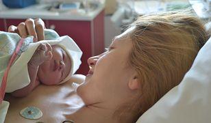 """Makijaż na porodówce. """"Jeśli mamusia ma siłę i chęć, proszę bardzo"""""""