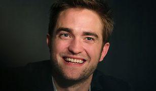 Robert Pattinson przebiera się milion razy
