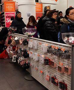 Kupili buty za tysiące, a były warte kilkadziesiąt złotych. Fałszywy sklep marki nabrał wiele osób