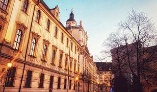 """Wrocław. Jest decyzja ws. flagi LGBT na gmachu Uniwersytetu Wrocławskiego. """"Tęcza nie obraża"""""""