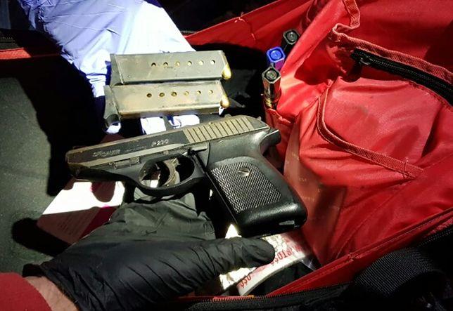 Pracował jako bagażowy. Z walizek pasażerów kradł broń