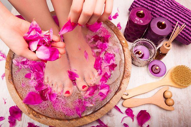Pedicure domowy to łatwy i szybki sposób na zadbane i zdrowo wyglądające stopy