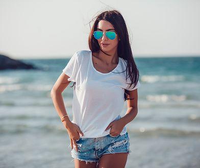 Biały T-shirt to podstawa garderoby