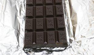 Warszawa. Ich łupem padło 15 czekolad. Zareagował ochroniarz
