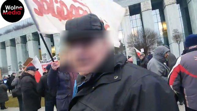 """""""Kto ci płaci?"""", """"Z esbecji jesteś?"""" - pytają dziennikarza protestujący"""