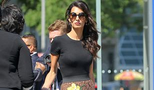 LOOK OF THE DAY: Amal Clooney w spódnicy Dolce&Gabbana