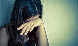 Konsekwencje odsuwania swoich dzieci na dalszy plan mogą być równie bolesne co przemoc fizyczna.