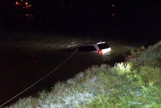 Wypadek w Sanoku. Samochód wjechał do rzeki