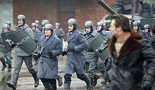 Milicja leje ludzi