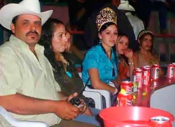 """Piękna i bestia? Oto żona """"El Chapo"""". Pomaga mu się ukrywać?"""