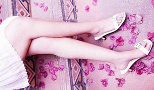 Dziewczyny pokazują nogi
