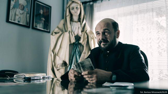 """Mieszkańcy Siemiatycz poczekają miesiąc, by obejrzeć """"Kler"""" u siebie"""