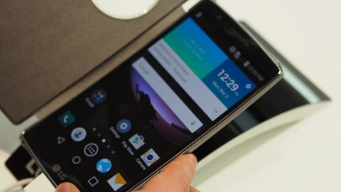 [MWC 2015] LG: zakrzywiony G Flex2, ciekawa średnia i niska półka oraz ładny smartwatch