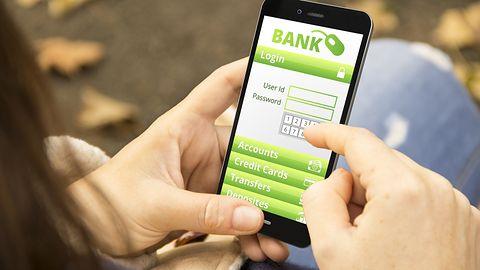 Wirtualny bank przestałbyć tylko wirtualny. Internet i aplikacje jednak nie wystarczają