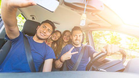Selfie w samochodzie? Robi to coraz więcej kierowców