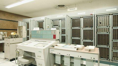 Fujitsu utrzymuje 60-letni komputer przekaźnikowy FACOM128B