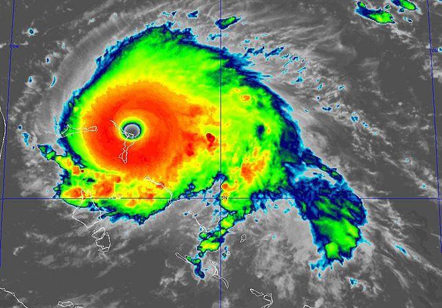 Pogoda. Huragan Dorian uderzył w Bahamy. 350 km/h i katastrofalne fale