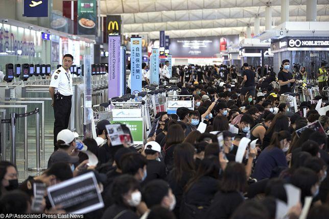 Hongkong. Lotnisko wciąż sparaliżowane