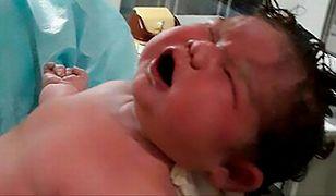 Dagestan: 42-latka urodziła olbrzymie dziecko