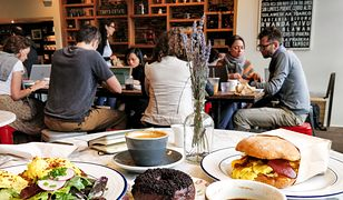 Nowojorskie kulinarne klasyki konkurują na każdym kroku z potrawami z całego świata.