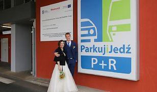 """Ślub na parkingu P+R. """"Tam się poznaliśmy"""""""