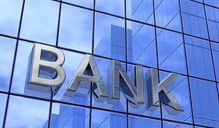 Odłożyliśmy więcej pieniędzy w bankach. Wzrosła tez wartość kredytów