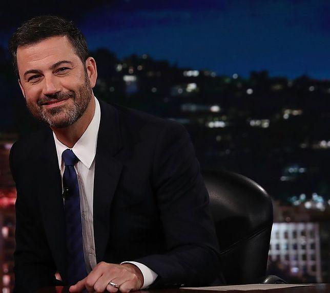 """Jimmy Kimmel prowadzi talk-show """"Jimmy Kimmel Live""""."""