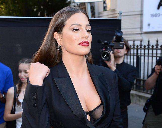 """Gwiazda na imprezie """"Vogue"""" w Paryżu"""
