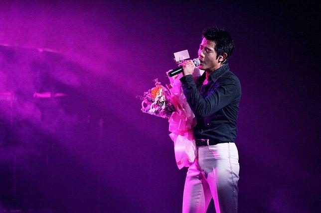 Chiński piosenkarz pokazuje sześciopak. A jaka jest twoja wymówka?