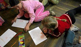 Coraz więcej rodziców uczy dzieci w domu