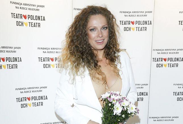 """Naturalna Joanna Liszowska w mokrych włosach. """"Jak nastolatka"""" – piszą fani."""
