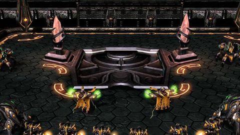 A gdyby tak spróbować odtworzyć wstęp do Gry o Tron w ...StarCraft 2?